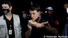 Brasilien Jair Bolsonaro beim Hot Dog essen