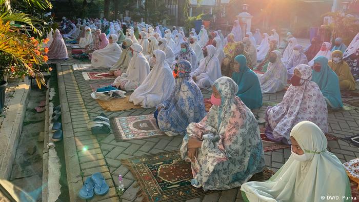 Salat Idul Fitri 1441H di Masjid Al-Furqaan, Bekasi, Jawa Barat (DW/D. Purba)