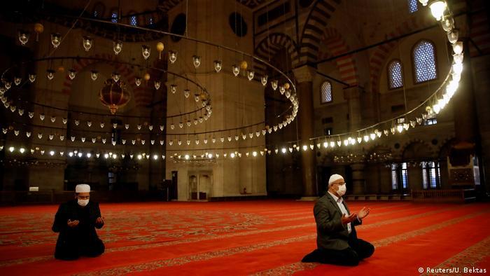 Eid al-Fitr Ramadan weltweit Zuckerfest (Reuters/U. Bektas)