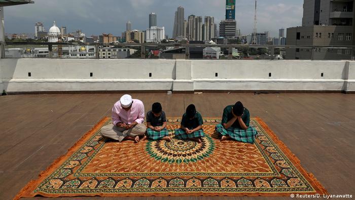 Eid al-Fitr Ramadan weltweit Zuckerfest (Reuters/D. Liyanawatte)