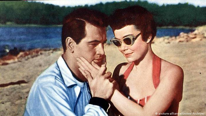 Die Wunderbare Macht - Szene mit Paar am Strand (picture-alliance/United Archives)