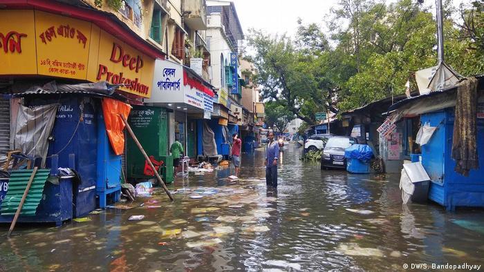 Indien Sturm Amphan Markt Straße Überschwemmung