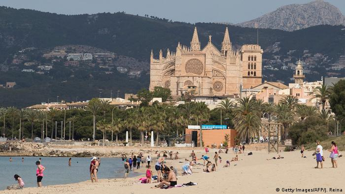 Spanien, Strand in Palma de Mallorca (Getty Images/AFP/J. Reina)