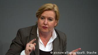 Ева Хёгль, уполномоченная бундестага по делам военнослужащих бундесвера