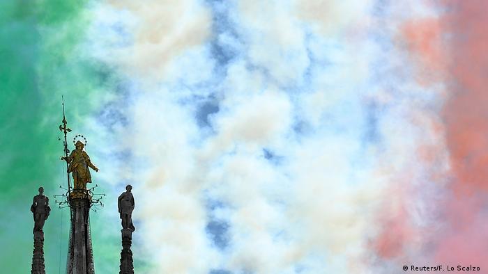 Bild des Tages: Grün-weißer-roter Himmel über Mailand