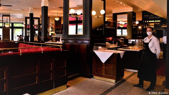 Deutschland Berlin Kudamm in Corona-Zeiten Restaurant Reinhardts