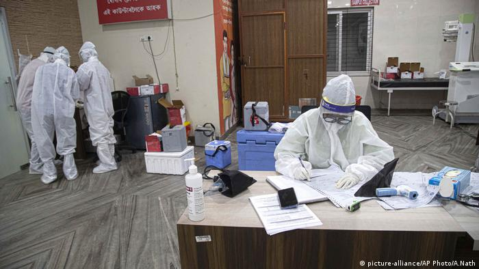 Indien Coronavirus Guwahati Medical College Hospital (picture-alliance/AP Photo/A.Nath)