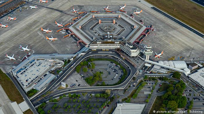 Germany Berlin Tegel airport (picture-alliance/dpa/T. Schöning)