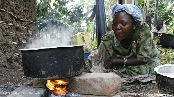 Traditionelles Kochen in Uganda