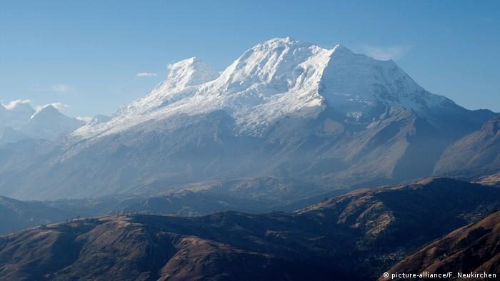 El Huascarán es la montaña granítica culminante de los Andes peruanos, con una altura de 6.757 metros.