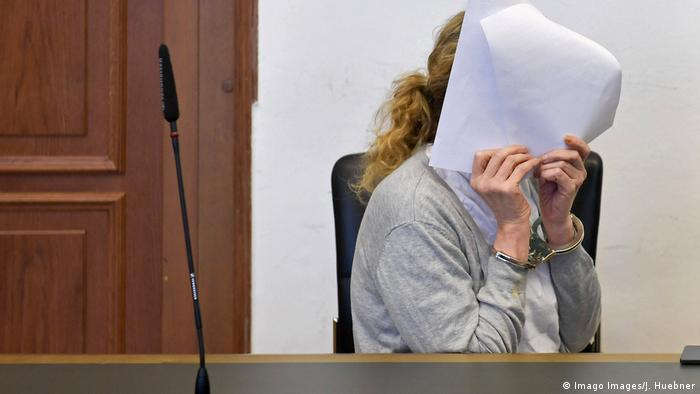 The accused nurse in court (Imago Images/J. Huebner)