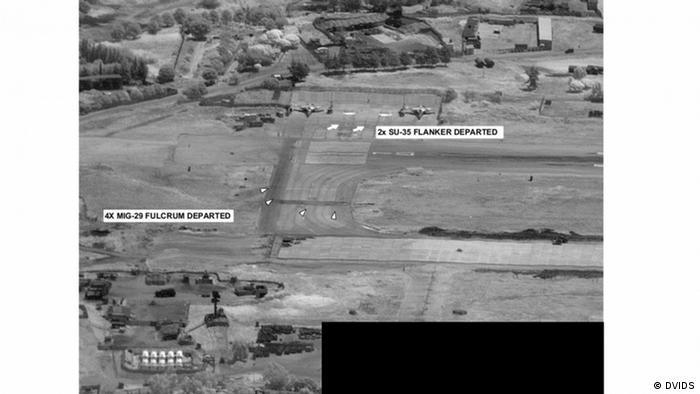 Руски бойни самолети в Либия, след междинно кацане в Сирия, където са били пребоядисани