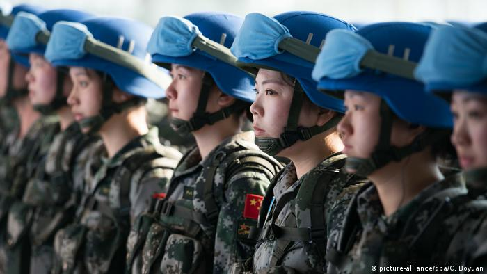 Des casques bleus de Chine avant leur départ pour le Soudan du Sud en 2015