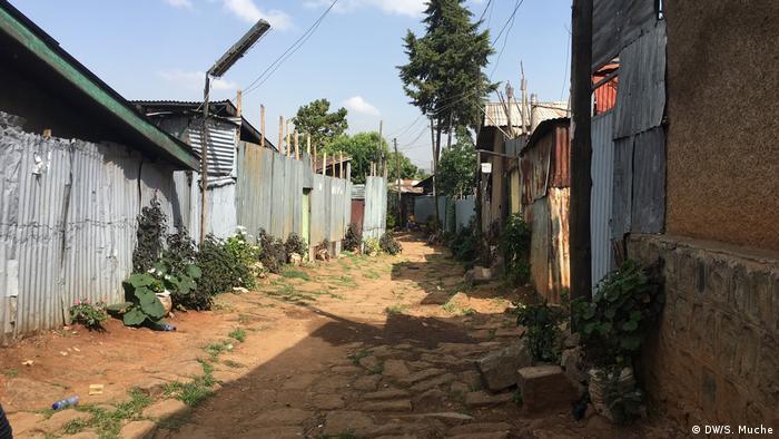 Calle vacía en la capital de Etiopía, Adís Abeba, durante el confinamiento de la pandemia.