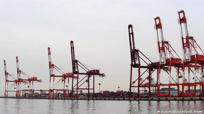 Контейнерный порт в Кобе, Япония
