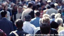 Symbolbild Bioethik Menschenmenge