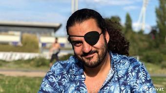 أنيس حمدون كاتب ومخرج مسرحي سوري مقيم في برلين