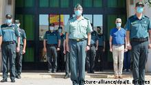 Spanien Sevilla   Coronavirus: Schweigeminute der Guadia Civil