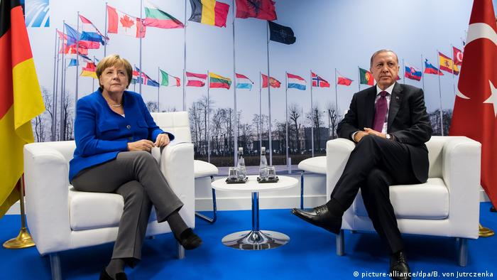 دیدار مرکل و اردوغان در نشست ناتو در بروکسل