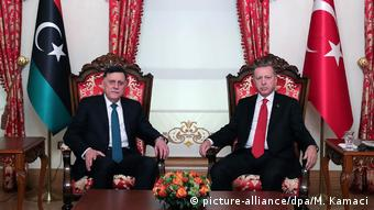 Ο πρωθυπουργός της Λιβύης Αλ Σαράτζ με τον πρόεδρο Ερντογάν