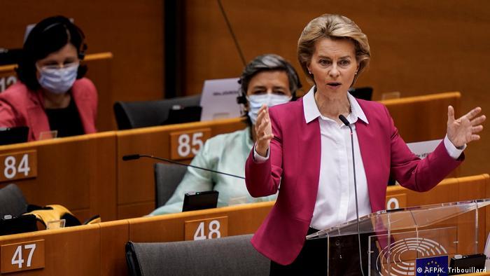 Голова Єврокомісії Урсула фон дер Ляєн під час виступу в Європарламенті