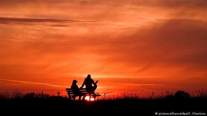 Stöckte | Sonnenuntergang auf dem Deich (picture-alliance/dpa/C. Charisius)