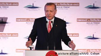 «[...] O Ερντογάν και οι λοιποί εθνικιστές θα πρέπει να συνειδητοποιήσουν ότι κανένας ηγέτης στη Δύση δεν επιδιώκει πλέον το διαμελισμό της Τουρκίας»