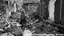 01.06.1970, Peru: 675828 01.06.1970 The ruins of Huaraz after the earthquake which happened on May 31, 1970. Valeriy Shustov / Sputnik Foto: Valeriy Shustov/Sputnik/dpa  