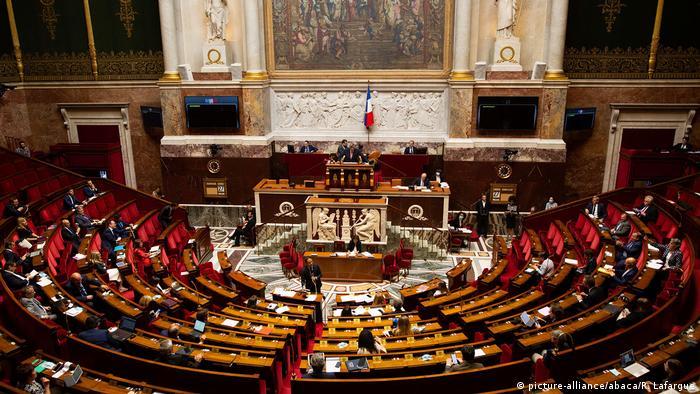 Frankreich Paris Nationalversammlung | Coronavirus | App StopCovid