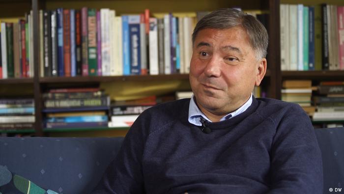Iwan Krastew podczas rozmowy z Deutsche Welle