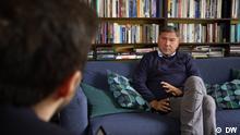 Soziloge Ivan Krastev in Krastevs Haus in Sofia, Bulgarien, im Interview mit Alexandar Detev, DW.