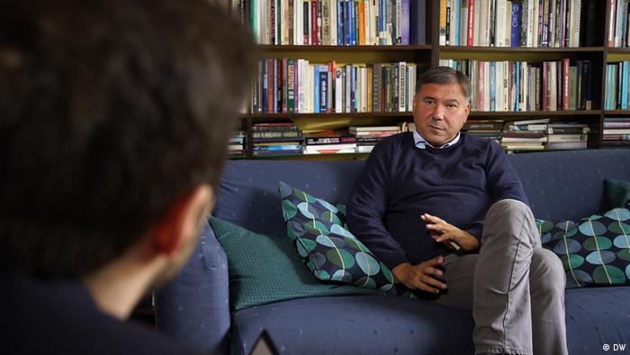Иван Кръстев: Защо по време на пандемията реших да се върна в България    Новини и анализи от България   DW   28.05.2020