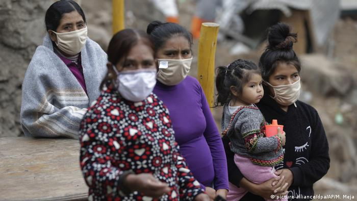 Mujeres en medio de la pandemia en Perú.