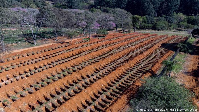 مقابر جماعية في البرازيل تم إعدادها لدفن مئات من المتوفين بفيروس كورونا في ساوباولو