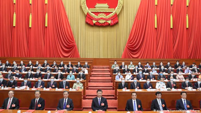 Xi Jinping and delegates at the National People's Congress