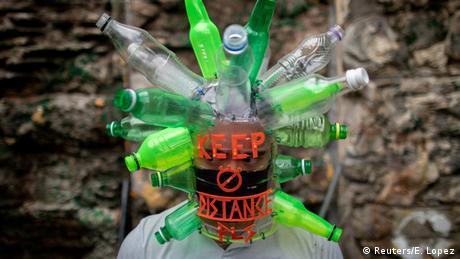 BdTD Philippinen | Künstler Leeroy New, Schutzmaske (Reuters/E. Lopez)