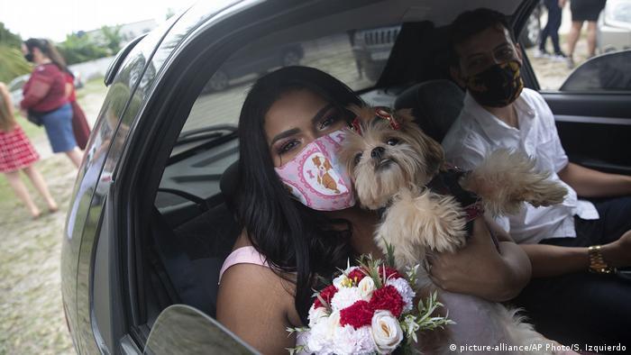Brasilien Rio de Janeiro | Coronavirus | Drive-Thru-Hochzeit