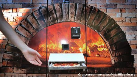 BdT - Augsburg | Pizza aus dem Automaten (picture-alliance/dpa/K.-J. Hildenbrand)