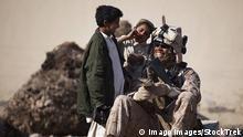 US-Marine-Soldat lernt Paschtu-Sprache mit afghanischen Kindern
