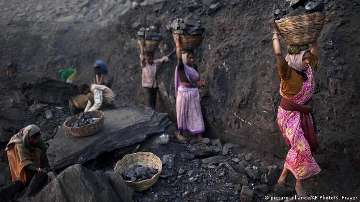 Indien Kohlemine (picture-alliance/AP Photo/K. Frayer)
