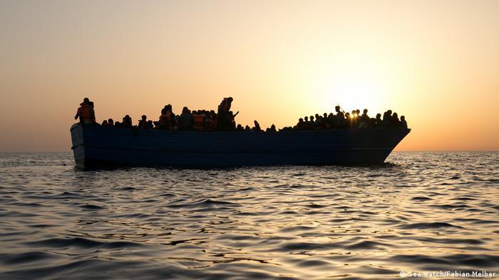 رغم كل المخاطر والصعوبات بركب العديد من المهاجرين المخاطر للوصول إلى أوروبا.