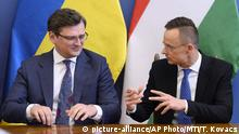 Міністри закордонних справ України і Угорщини Дмитро Кулеба (ліворуч) і Петер Сіярто під час зустрічі у Будапешті в травні 2020 року