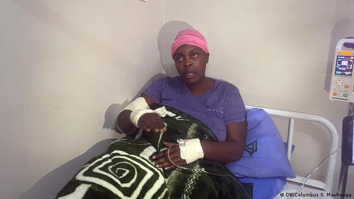 Zimbabwe's opposition member Cecillia Chimbiri in hospital (DW/Columbus S. Mavhunga)