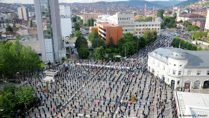 Kosovo Pristina | Protest Anhänger Vetevendosje-Partei (Reuters/L. Hasani)
