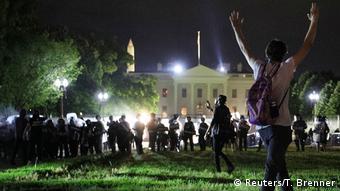 Μέχρι την περίφραξη του Λευκού Οίκου έφτασαν οι κινητοποιήσεις