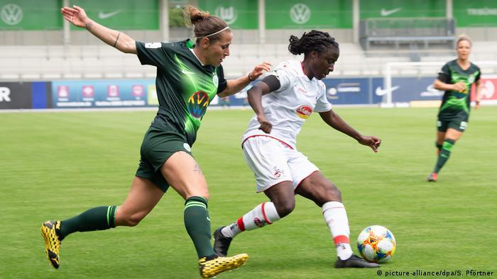 Celebrity Beauty: Women folk's Bundesliga match between Wolfsburg and FC Köln (describe-alliance/dpa/S. Pförtner)