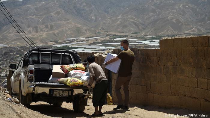 بنیاد امدادرسانی عاجل برای افغانستان به خانواده های قربانیان مواد خوراکی و ضروری کمک کرده است. بازماندگان این رویداد که به شدت از صحنه های وحشتناک زخم روحی خورده اند، به مرحمی برای بهبود روح و روان شان نیاز دارند.