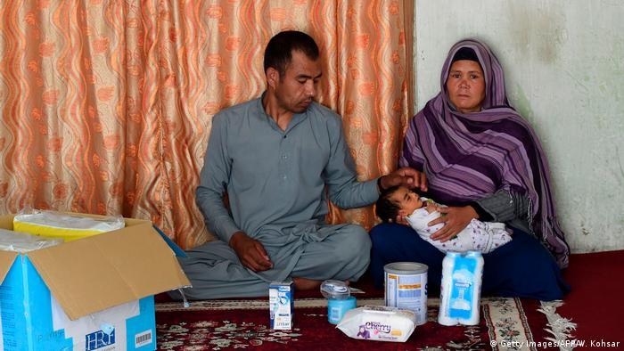 ضیا گل می گوید شوهرش ناشنواست و کاریابی برایش سخت است. وی از زمان شیوع ویروس کرونا و وضع قیودات درآمدی نداشته است.