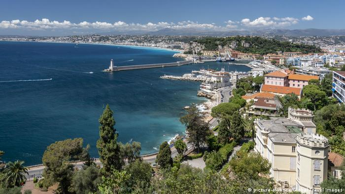 France | Panoramic view of Nice, Cote d Azur (picture-alliance/Global Travel Images)