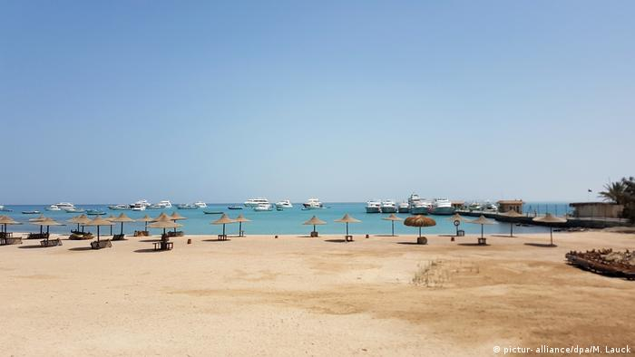 Egypt | empty beach in Hurghada (picture- alliance/dpa/M. Lauck)